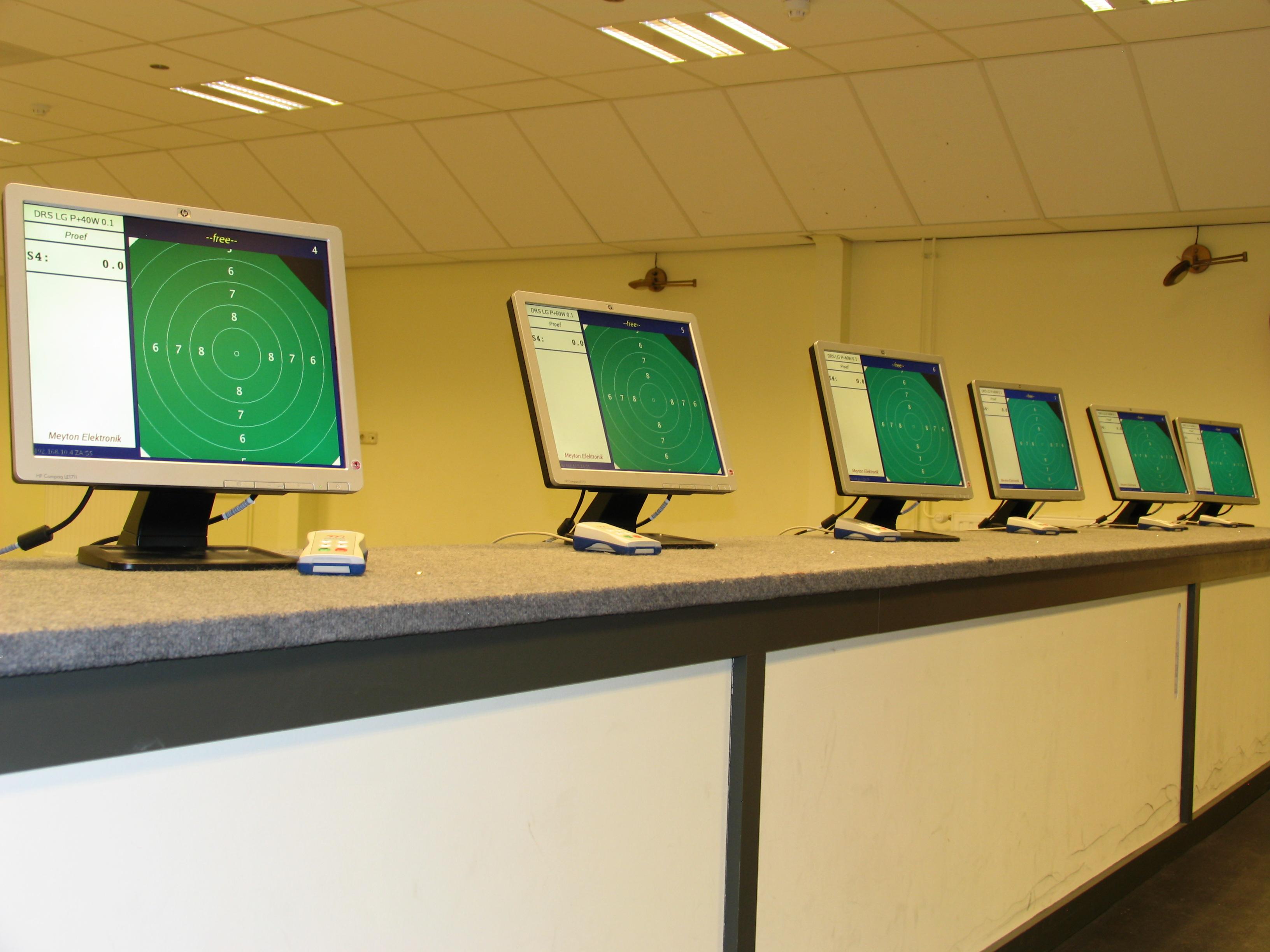 Onze 8 LG + 1 LP indoor banen